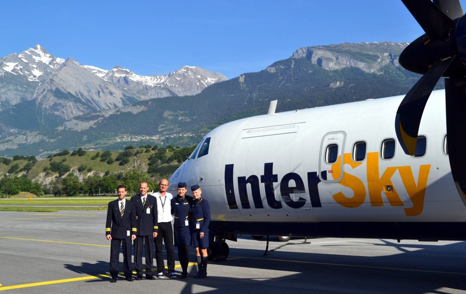 The first flight of InterSky took place on 25 March 2002.